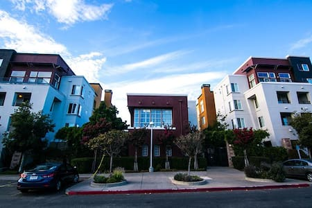 Charming two bedrooms loft easy access to BART. - Emeryville - Loft