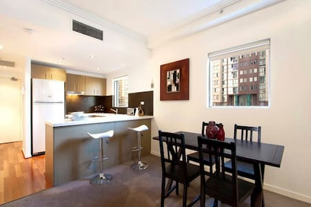 Brand New & Deluxe 2 BedRoom 2 BathRoom Apartment in the MOST CONVENIENT Location you can ever find in Sydney CBD! It has 2 Beds in 2 Rooms & a Double Sofa Bed to sleep total of 6 guests. Free WIFI, gym and swimming pool & the best location on Airbnb
