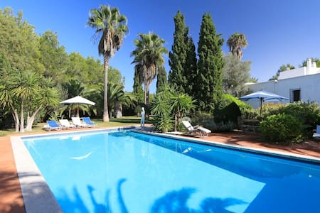 Wonderful autentic old Finca - Bed & Breakfast