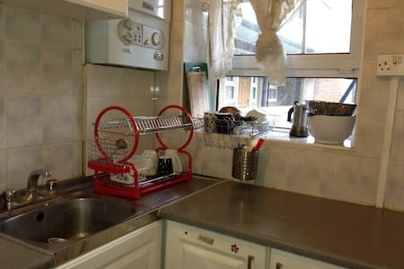 Central Cheap Bed in twin room in Canary Wharf - London - Apartment