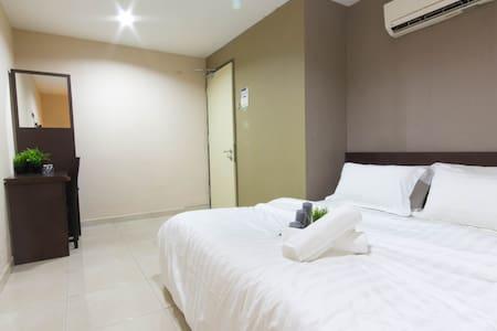 Budget Hotel near TheCurve,Ikea! - Petaling Jaya