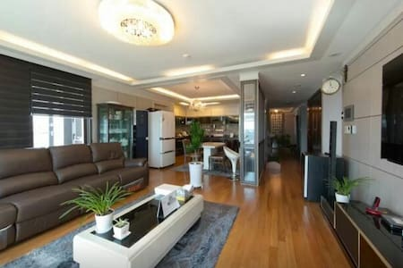 Full-equipped flat with fine view - Apartmen