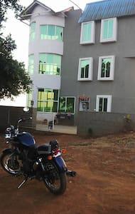 Dev anand Inspired House! - Mahabaleshwar - Bungalow