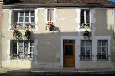 Charming traditional village house in Burgundy - House