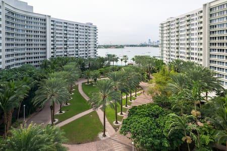 Amazing Bay View Apt in South Beach - Miami Beach