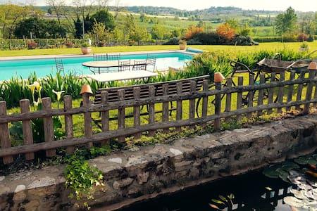 Beau Gîte avec piscine en Périgord Agenais - Haus