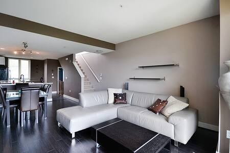 Spacious 2br Townhouse - Kuzey Vancouver - Şehir evi