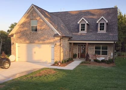 The Lakes - NEW family friendly 4BR - Oxford - Casa