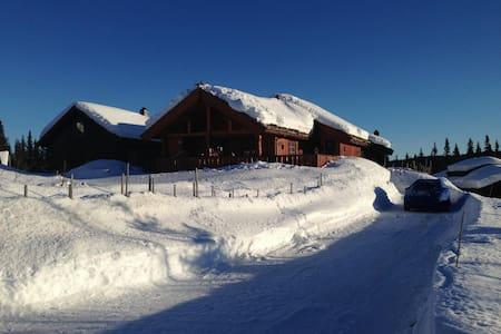 Moderne og koselig hytte i naturskjønne omgivelser - Chalet