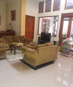 Borobudur Special homestay magelang - Magelang - House