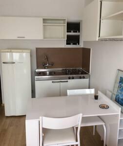 Flat Mobiliado, ideal p/ estudante. - Apartamento