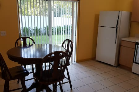 Comfy entire house near expressway - Wesley Chapel - House