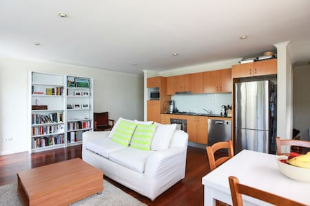 Lovely two-level house in Glebe w secure parking - Apartment