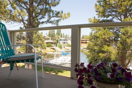 Canal front private suite one room in a large home - South Lake Tahoe - House