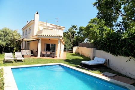 Villa with garden & swimming pool near the beach - Sant Pere de Ribes - House