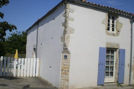 Charentaise  15 km La Rochelle - Dům