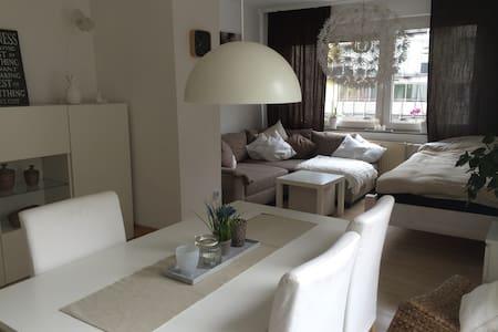 Gemütliches Zimmer im Zentrum - Apartamento
