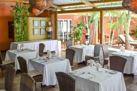 La Margarita Hotel (Rate for 2p) - Bed & Breakfast