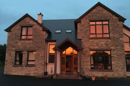 Large cosy family friendly home - County Donegal - Haus