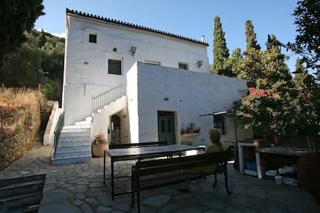 Traditional Villa - Stenies - House