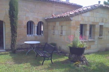Maison pierre au coeur du vignoble à Saint Emilion - Haus