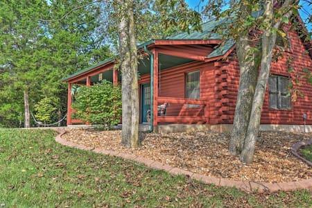 Private 1BR Defiance Cabin on 43 Acres! - Boone Township - Kisház
