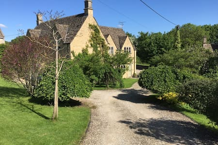 Elder Mews large independent studio near Burford - Windrush - Apartment