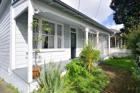 Quiet Sunny Villa Central to Ponsonby - Auckland - Villa