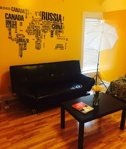 Quiet,Respectful,Clean & Happy - Glendale - Apartment