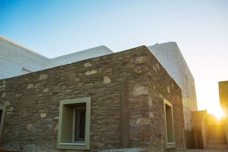 Whitewashed stonehouse in Antiparos - Voreas Home - Dom