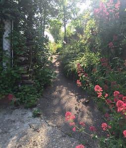 T2 au RDC avec Jardin et terrasse privatif. - Apartment