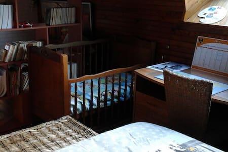 Chambre Américaine et lit bébé - Brest - Bed & Breakfast