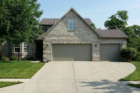 Large home close to Morse Lake and Westfield Park - Noblesville - Haus