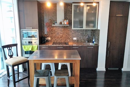 Private Essential Living Downtown Toronto - Toronto - Condominium