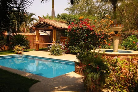 Large 3 Bedroom Home close to zocolo and beach. - House