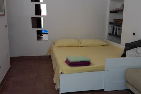 double room with private entrance - Wohnung