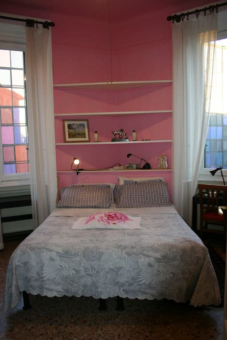 FIRST ROOM :PINK: WITH new matrimonial bed is possible to add single bed / camera rosa con letto matrimoniale nuovo , si puo ' aggiungere un letto singolo