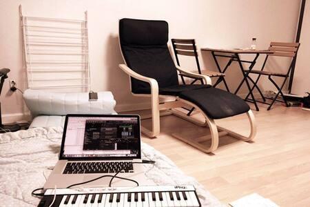 Best Location (Line 2/6) Full Option(1 double latex bed, 1 queen floor mat, kitchen, table, sofa, fridge)