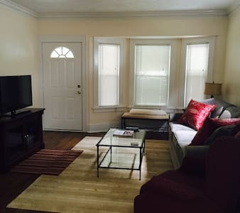 RNC 2016 Home Away from Home, 5 min from downtown! - Haus
