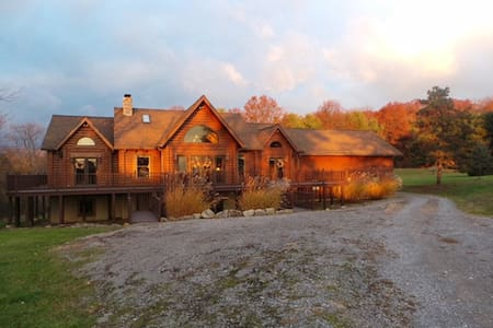 Log Home in North Park Close to Pgh, PA - Casa