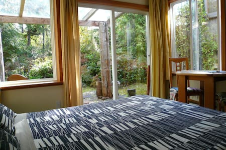 Emerald Forest Bed & Breakfast Room 2 - Tofino
