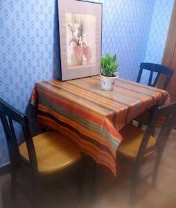 Comfortable modern hostel style apt - Wohnung