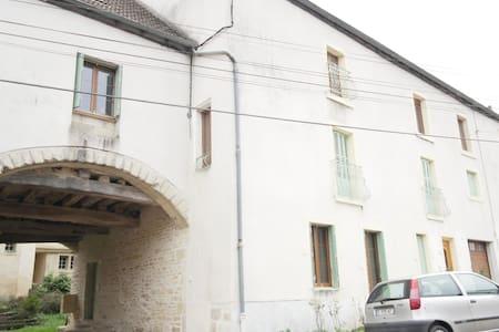 Charmant duplex à 10 mn de Dijon Nord - Flat