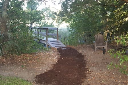 Suite by the Bridge & Creek - Bike everywhere! - Mount Pleasant - Otros