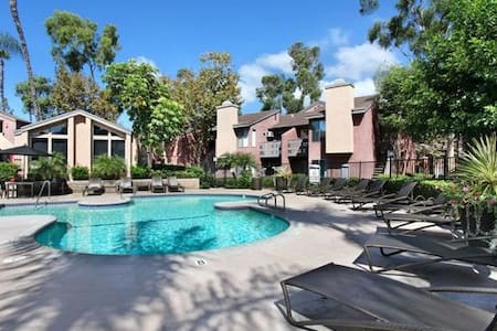 Quiet, super close to 5 freeway parking space - Laguna Hills - Lägenhet
