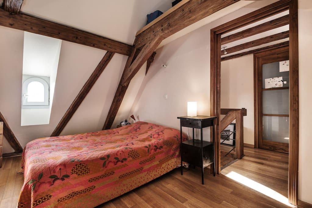 chambre à coucher à l'étage, wc attenant