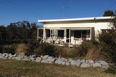 Sand Hopper Cottage, Binalong Bay - Casa