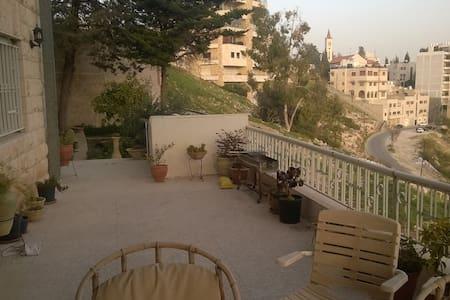 Shared Apartment, Jabal Weibdeh - Lägenhet