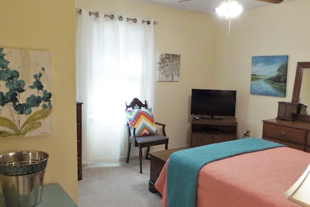 Feel at home in Quiet Neighborhood! - Athens - Casa