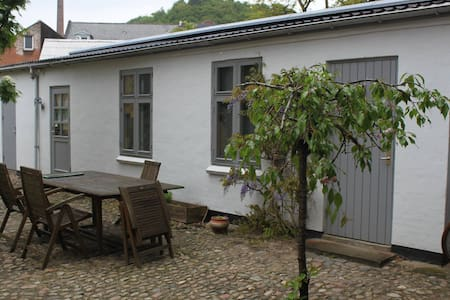 Small Cozy Annex in the center of Vejle - Maison de ville